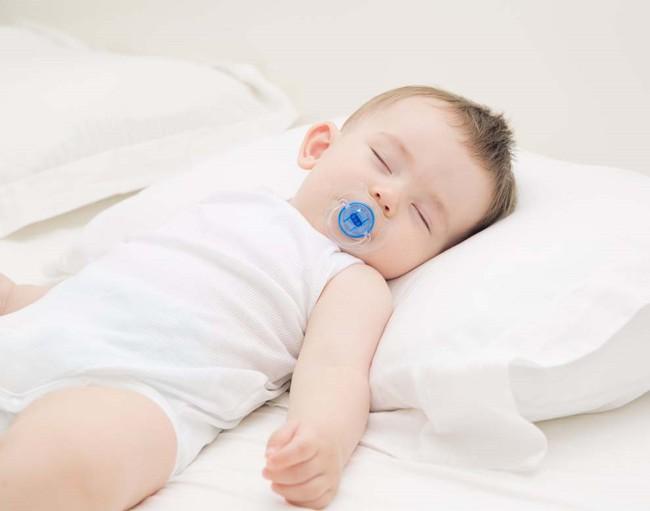 Muốn luyện trẻ sơ sinh ngủ ngoan, mẹ không được bỏ qua lời khuyên hữu ích từ chuyên gia hàng đầu - Ảnh 3.