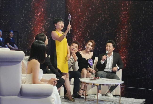 Người ấy là ai?: Hương Giang muốn từ chức Hoa hậu vì để lọt quá nhiều chàng trai màu tím - Ảnh 1.