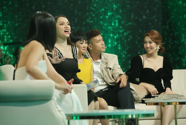 Người ấy là ai?: Hoa hậu Hương Giang tiếp tục duyên hết phần thiên hạ trong những màn nhận xét bá đạo - Ảnh 3.