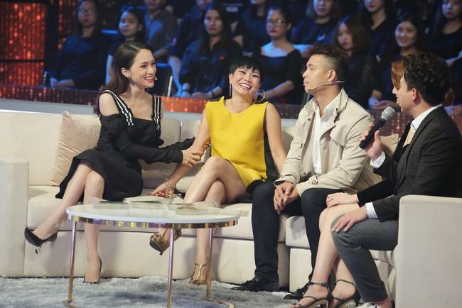 Người ấy là ai?: Hoa hậu Hương Giang tiếp tục duyên hết phần thiên hạ trong những màn nhận xét bá đạo - Ảnh 2.
