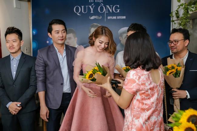 Bùi Anh Tuấn khoe giọng hát ngọt ngào bên quý cô xinh đẹp Kim Nhã  - Ảnh 8.