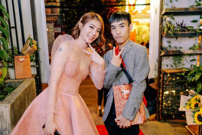 Bùi Anh Tuấn khoe giọng hát ngọt ngào bên quý cô xinh đẹp Kim Nhã  - Ảnh 9.