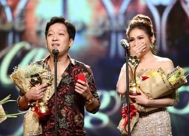 Trường Giang bị gạch tên khỏi Giải Mai Vàng 2018 vì chiếm sóng cầu hôn Nhã Phương năm 2017 - Ảnh 1.