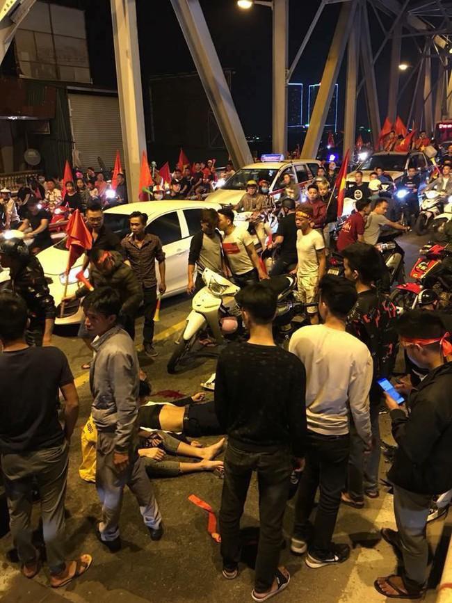 Tai nạn giao thông liên tiếp trong lúc CĐV xuống đường ăn mừng chiến thắng Việt Nam - Philippines - Ảnh 3.