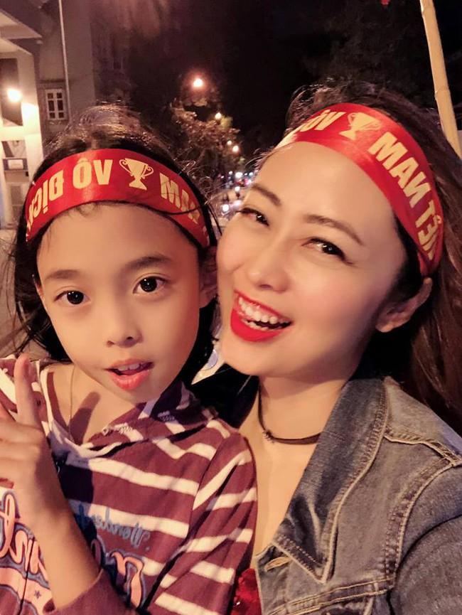 Đội tuyển Việt Nam chiến thắng Philippines, từ bà bầu đến trẻ nhỏ cũng ăn mừng tưng bừng - Ảnh 5.