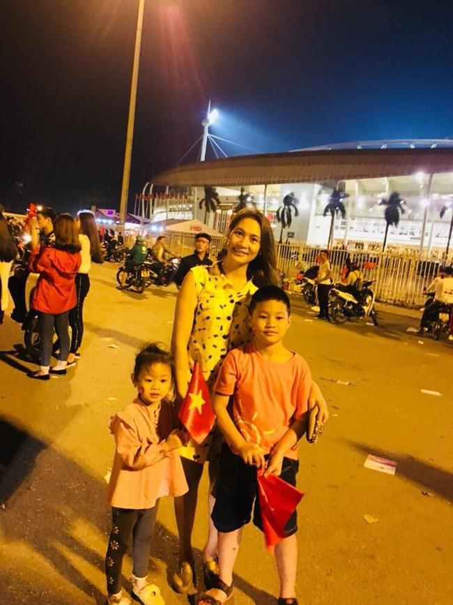 Đội tuyển Việt Nam chiến thắng Philippines, từ bà bầu đến trẻ nhỏ cũng ăn mừng tưng bừng - Ảnh 8.