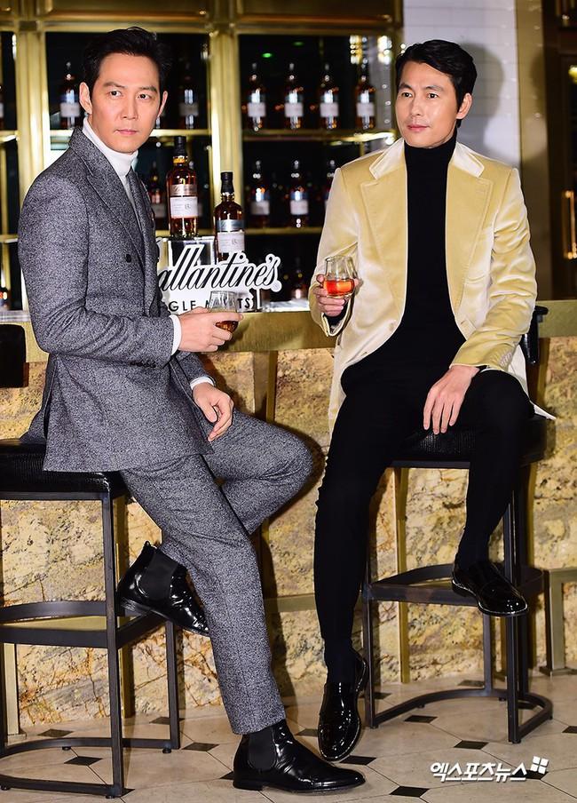 2 ông chú độc thân hấp dẫn nhất xứ Hàn dự sự kiện: U50 vẫn sexy, cực phẩm một thời đọ sắc cùng khung hình - Ảnh 1.
