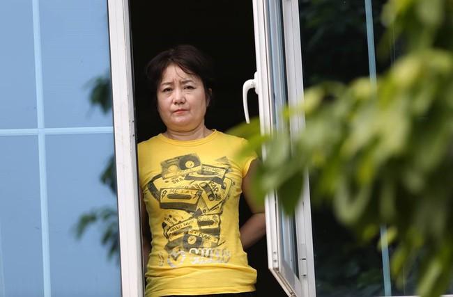 Nhan sắc các bạn gái cầu thủ đã là gì, ngỡ ngàng nhất là người phụ nữ U60 bên cạnh thầy Park suốt 32 năm - Ảnh 4.