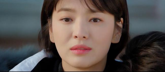 Mải mê ngắm trai trẻ, Song Hye Kyo bị xe tông - Ảnh 3.