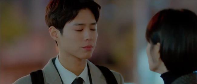 Mải mê ngắm trai trẻ, Song Hye Kyo bị xe tông - Ảnh 9.