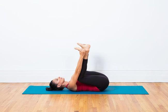 Tư thế yoga giúp tăng cường ham muốn, ai muốn cải thiện chuyện chăn gối hãy thử ngay - Ảnh 2.
