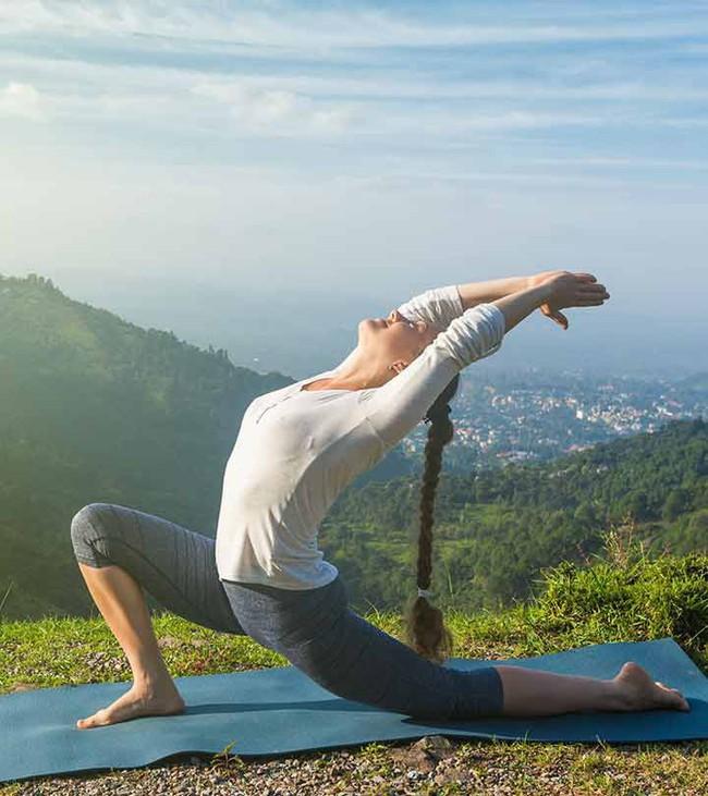 Tư thế yoga giúp tăng cường ham muốn, ai muốn cải thiện chuyện chăn gối hãy thử ngay - Ảnh 3.