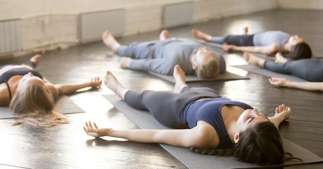 Tư thế yoga giúp tăng cường ham muốn, ai muốn cải thiện chuyện chăn gối hãy thử ngay - Ảnh 8.