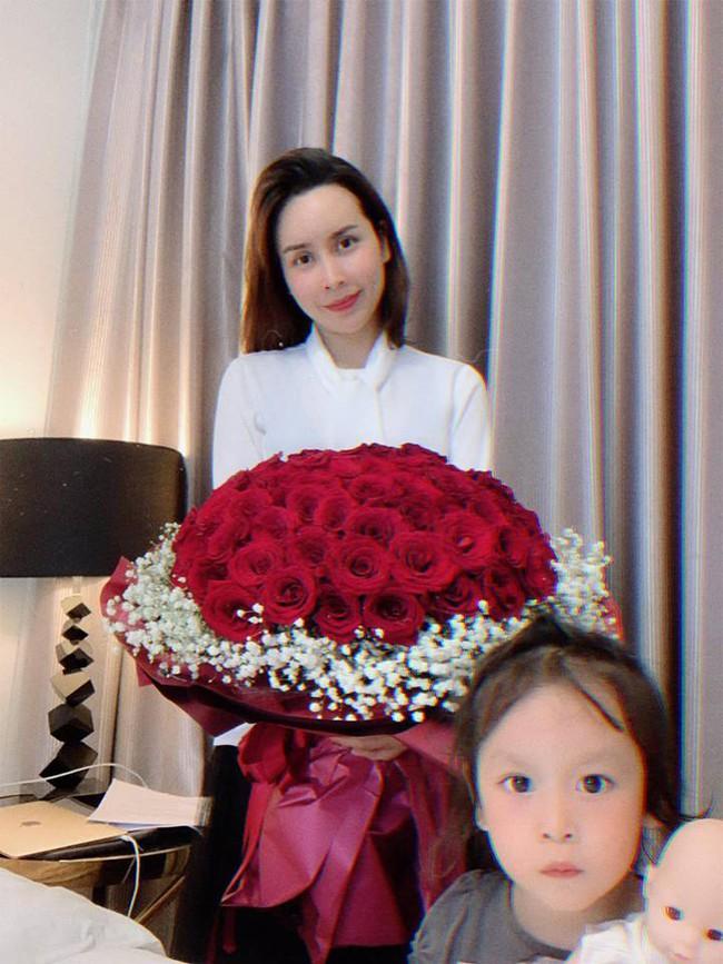 9 năm bên nhau, Hồ Hoài Anh tặng Lưu Hương Giang món quà cưới không thể ngọt ngào hơn - Ảnh 1.
