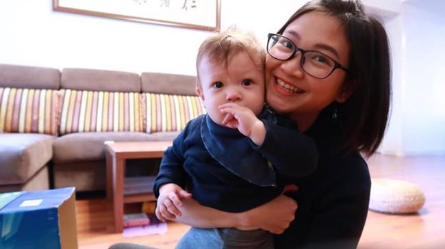Cho con ngủ cũi từ khi lọt lòng, mẹ Việt mất đúng 1 tuần để luyện con tự ngủ từ 7 rưỡi tối đến sáng - Ảnh 1.