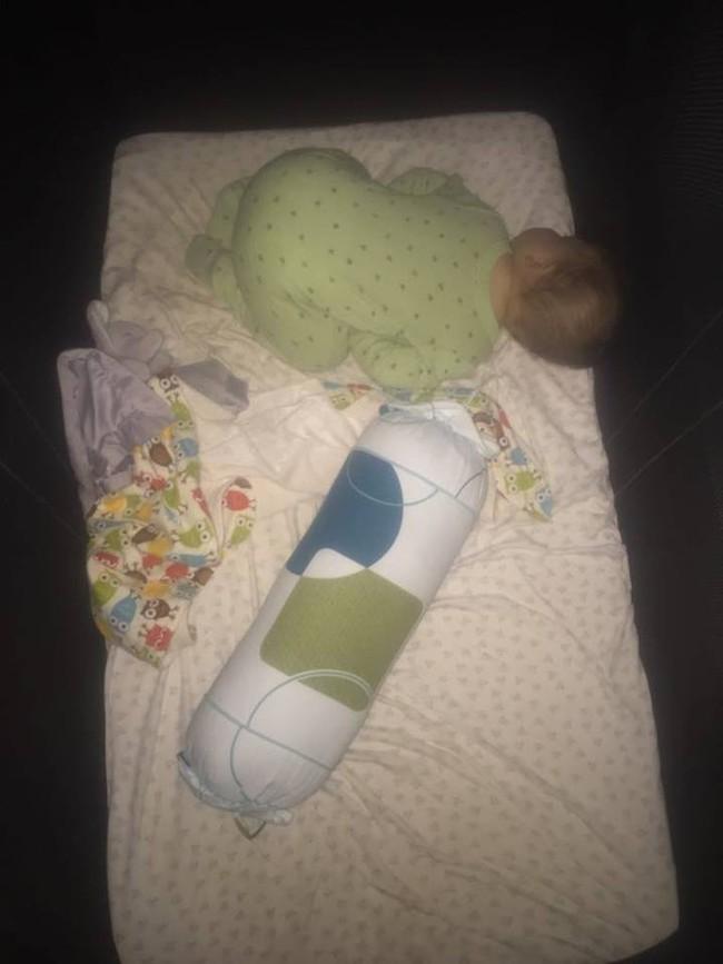 Cho con ngủ cũi từ khi lọt lòng, mẹ Việt mất đúng 1 tuần để luyện con tự ngủ từ 7 rưỡi tối đến sáng - Ảnh 3.