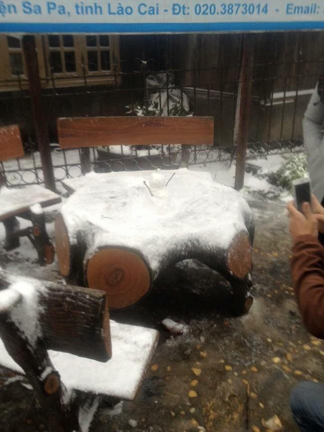 Băng tuyết đã bắt đầu rơi ở Sa Pa, dân tình háo hức rủ nhau xách đồ đi săn tuyết, checkin sống ảo - Ảnh 7.