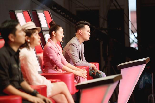 Bảo Anh mang hiện tượng mạng Ngắm hoa lệ rơi để học trò đại náo sân khấu The Voice Kids - Ảnh 3.