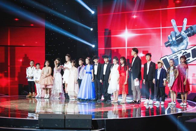Bảo Anh mang hiện tượng mạng Ngắm hoa lệ rơi để học trò đại náo sân khấu The Voice Kids - Ảnh 17.