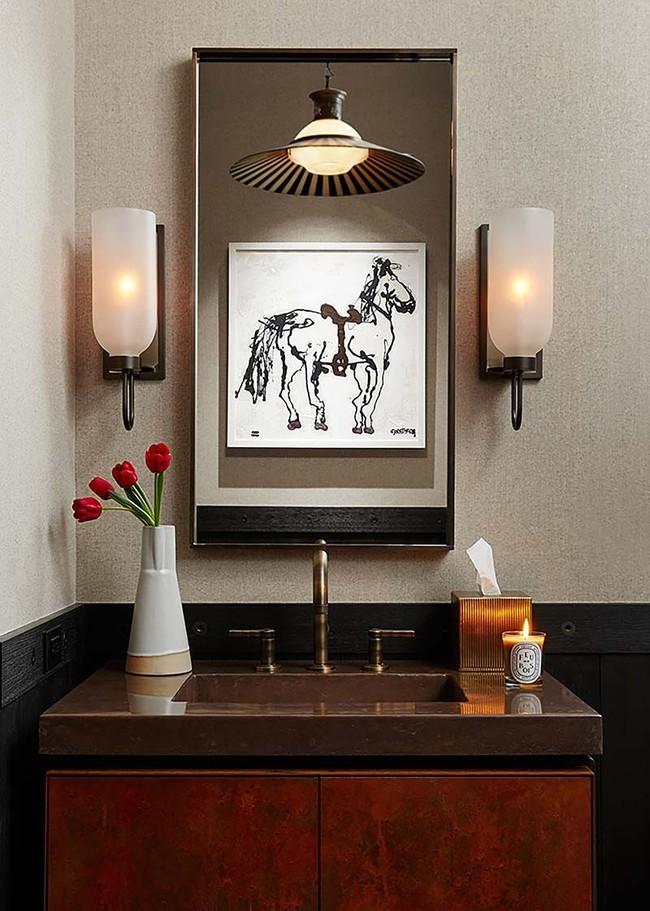 Đâu chỉ phòng khách, phòng ngủ mà phòng tắm cũng cần có một bức tranh treo tường - Ảnh 1.