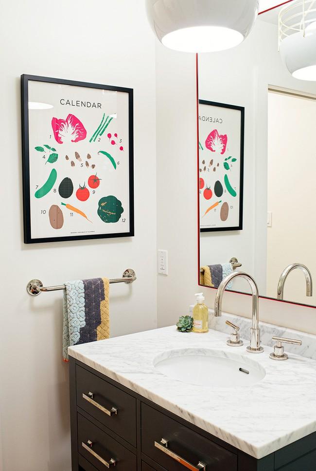 Đâu chỉ phòng khách, phòng ngủ mà phòng tắm cũng cần có một bức tranh treo tường - Ảnh 13.
