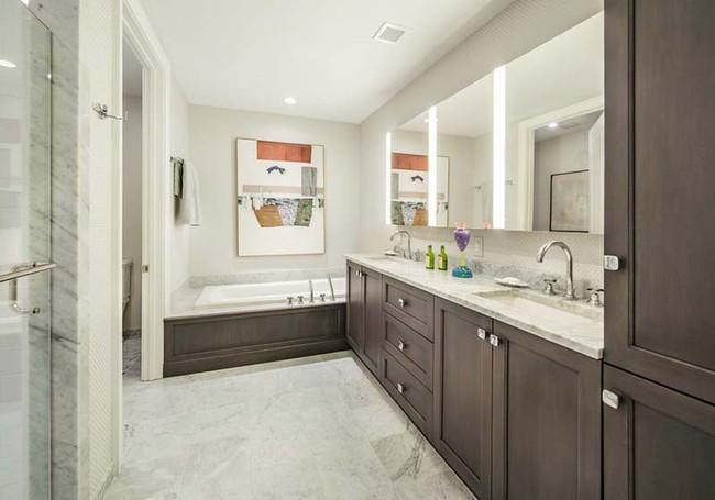 Đâu chỉ phòng khách, phòng ngủ mà phòng tắm cũng cần có một bức tranh treo tường - Ảnh 2.