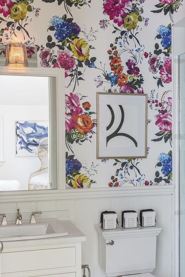Đâu chỉ phòng khách, phòng ngủ mà phòng tắm cũng cần có một bức tranh treo tường - Ảnh 3.