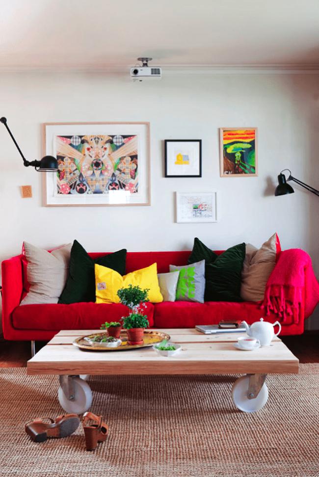 Đừng bỏ lỡ chiếc ghế sofa đỏ cho phòng khách khi mùa lễ hội đã cận kề - Ảnh 1.
