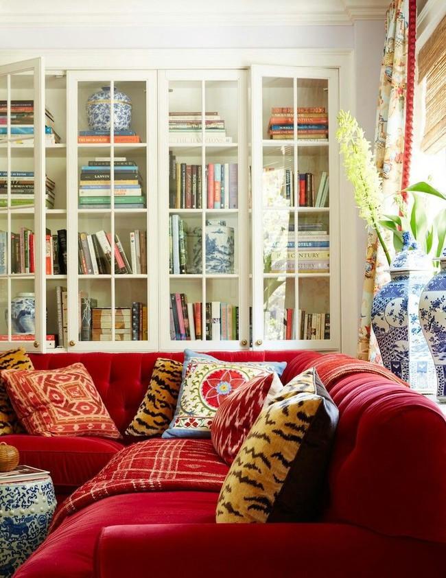 Đừng bỏ lỡ chiếc ghế sofa đỏ cho phòng khách khi mùa lễ hội đã cận kề - Ảnh 9.