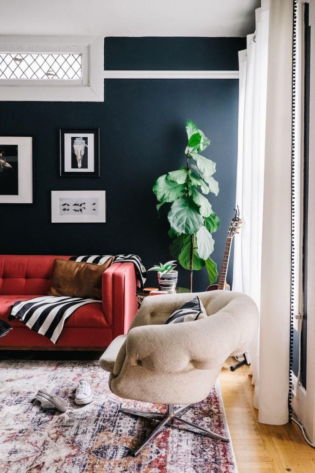 Đừng bỏ lỡ chiếc ghế sofa đỏ cho phòng khách khi mùa lễ hội đã cận kề - Ảnh 6.