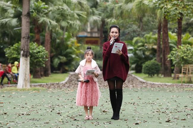 MC Phan Anh tất bật chuẩn bị đồ cho con gái, 4 mẹ con Hà Kiều Anh khép lại Tuần lễ thời trang trẻ em - Ảnh 3.