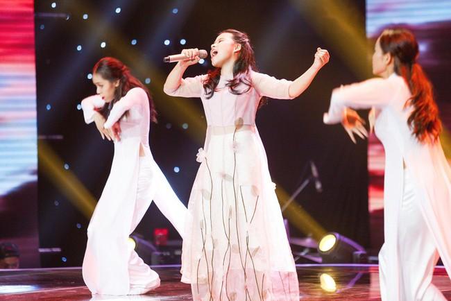 Bảo Anh mang hiện tượng mạng Ngắm hoa lệ rơi để học trò đại náo sân khấu The Voice Kids - Ảnh 11.