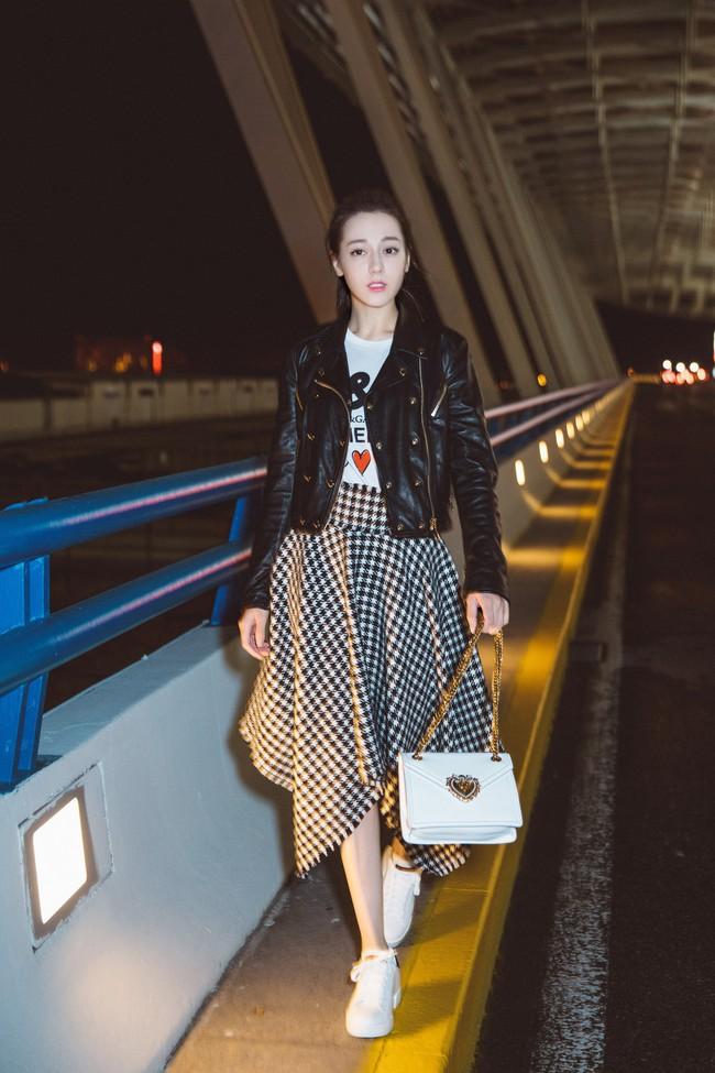 """Từng là """"nữ hoàng thời trang sân bay"""" nhưng nay Dương Mịch ngày càng kín đáo đơn giản là vì sao? - Ảnh 7."""