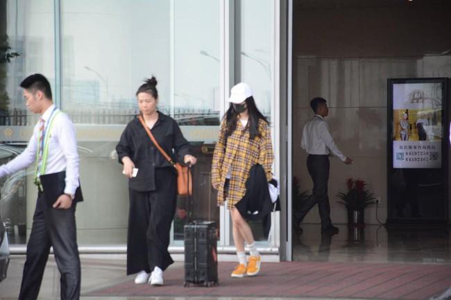 """Từng là """"nữ hoàng thời trang sân bay"""" nhưng nay Dương Mịch ngày càng kín đáo đơn giản là vì sao? - Ảnh 8."""