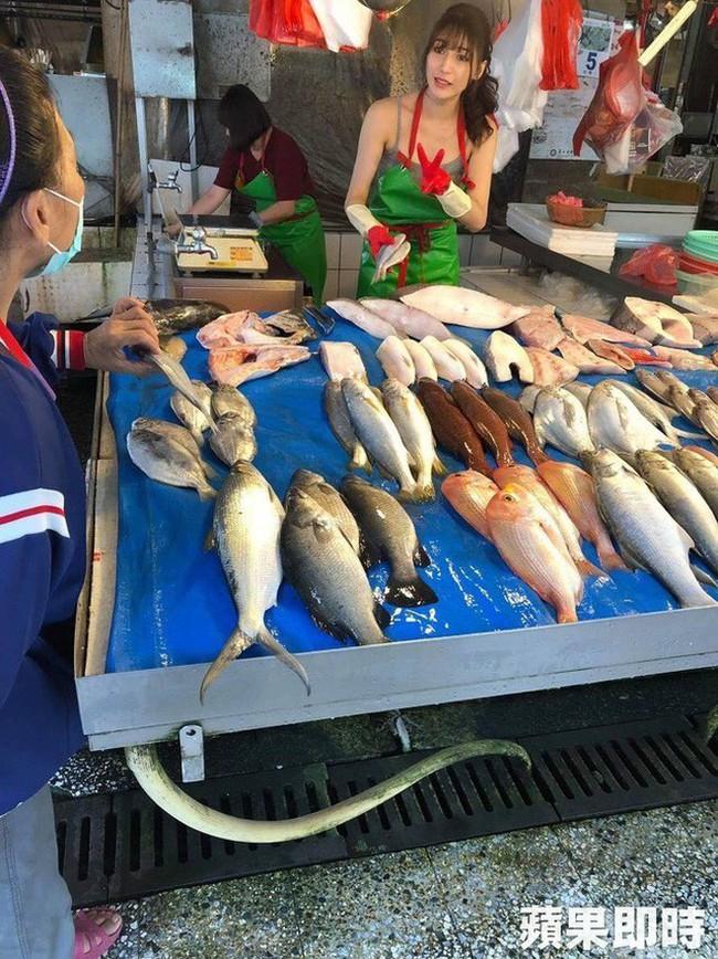 Điều ít biết về nữ thần bán cá Đài Loan: Tốt nghiệp điều dưỡng, làm ở bệnh viện 4 năm trước khi sang nghề mẫu - Ảnh 2.