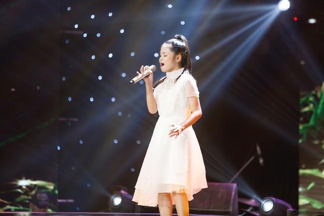 Bảo Anh mang hiện tượng mạng Ngắm hoa lệ rơi để học trò đại náo sân khấu The Voice Kids - Ảnh 9.