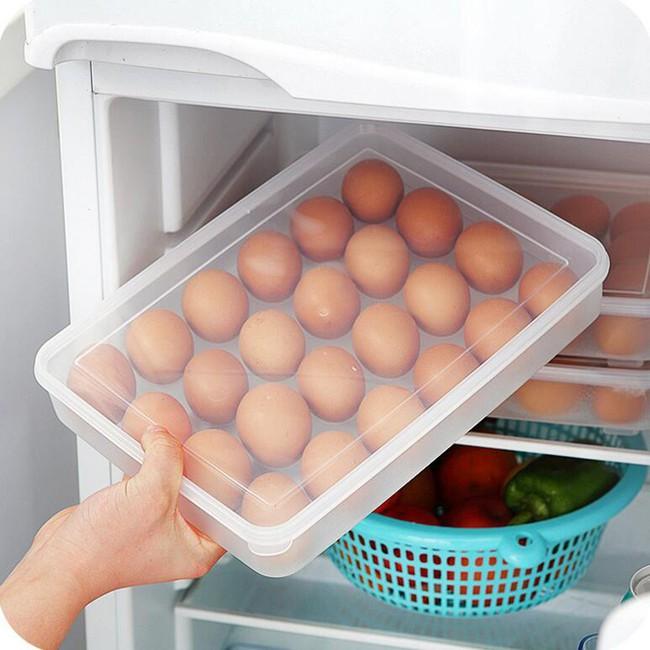 Bạn nghĩ mình sáng suốt khi cất trứng ở vị trí này trong tủ lạnh nhưng thật ra là sai bét nhè, đổi ngay trước khi trứng hỏng hàng loạt - Ảnh 2.
