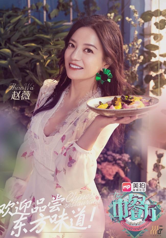 Giảm cân thành công, Triệu Vy còn khiến dân tình choáng ngợp khi diện toàn hàng hiệu đắt đỏ trong show truyền hình mới - Ảnh 1.