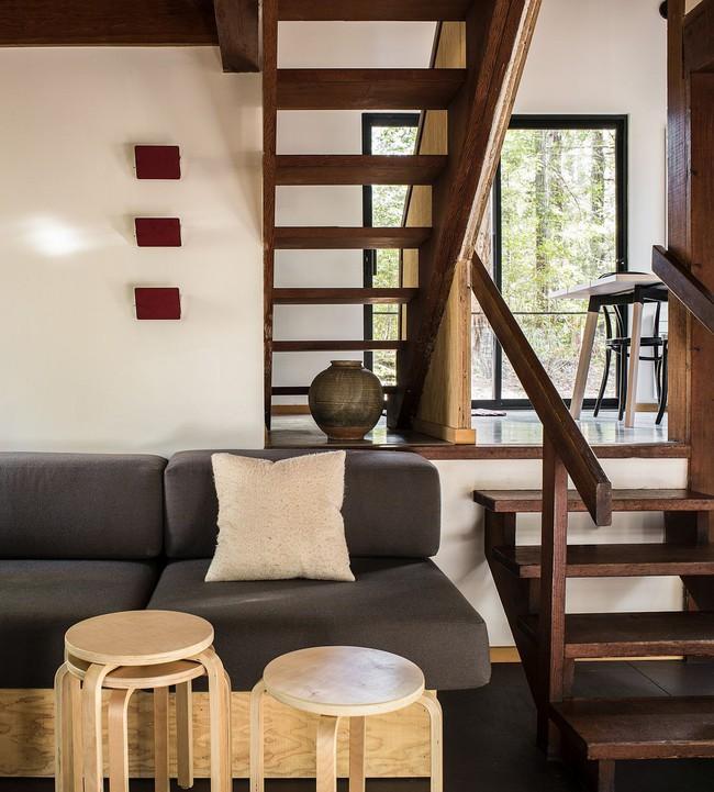 Ngôi nhà gỗ nằm giữa rừng Redwood gây thương nhớ vì vẻ đẹp hiện đại của mình - Ảnh 2.