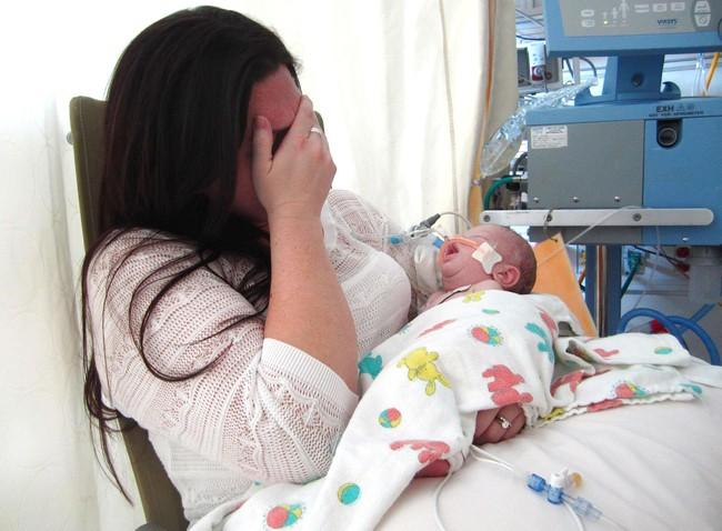 Vụ kiện đau lòng của bà mẹ mất con mới sinh khi đang cho bú ở bệnh viện và lời cảnh báo khẩn thiết cho các mẹ - Ảnh 1.