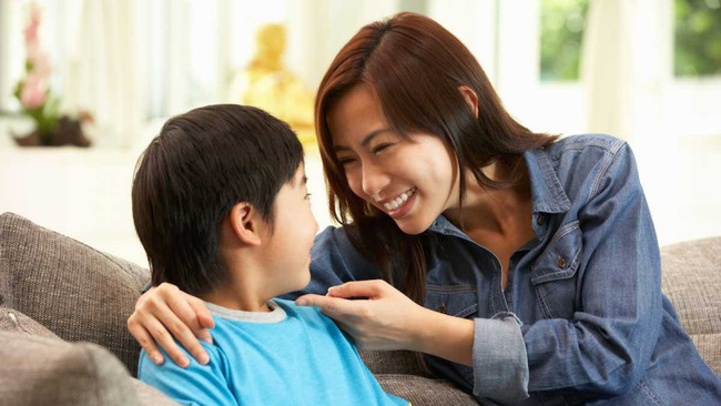 Khi trẻ làm sai, nói KHÔNG sẽ chẳng tác dụng gì đâu, đây mới là những cách nói với con hiệu quả nhất - Ảnh 2.