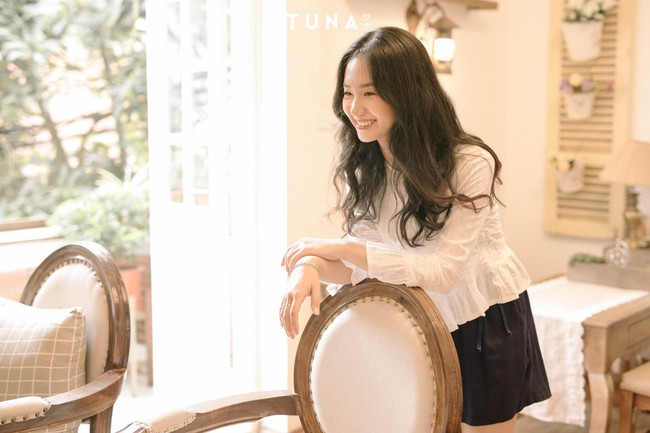 20 mẫu áo blouse siêu xinh từ các thương hiệu Việt chắc chắn sẽ đốn tim nàng trong những ngày giao mùa mát lịm - Ảnh 7.