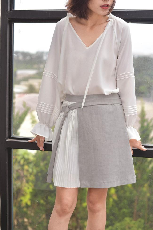 20 mẫu áo blouse siêu xinh từ các thương hiệu Việt chắc chắn sẽ đốn tim nàng trong những ngày giao mùa mát lịm - Ảnh 2.
