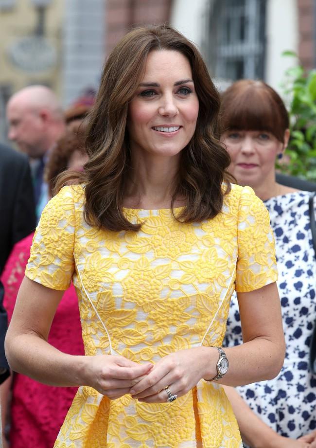 Không chỉ quy định trang phục ngặt nghèo, đến chuyện làm đẹp các nàng dâu Hoàng gia Anh cũng phải tuân theo loạt nguyên tắc này - Ảnh 5.