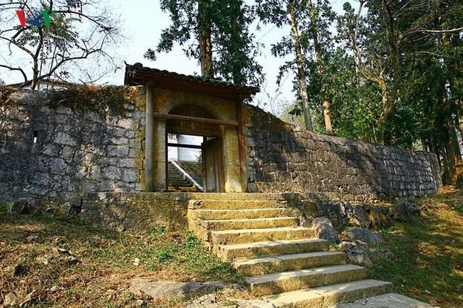 Dinh thự họ Vương - huyền thoại vùng cao nguyên đá Đồng Văn - Ảnh 1.