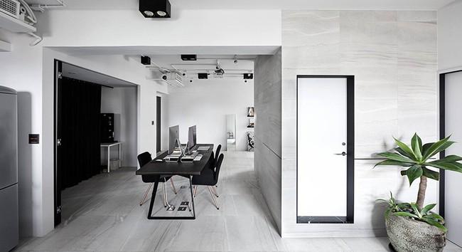 Chỉ với hai màu ghi và đen, căn hộ của cặp vợ chồng trẻ trở nên ấn tượng và cá tính bất ngờ - Ảnh 3.
