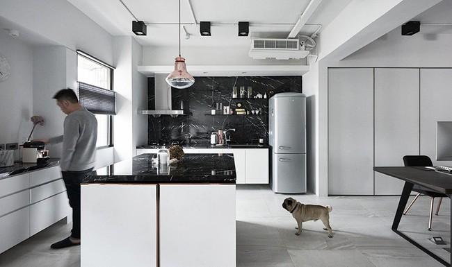 Chỉ với hai màu ghi và đen, căn hộ của cặp vợ chồng trẻ trở nên ấn tượng và cá tính bất ngờ - Ảnh 11.
