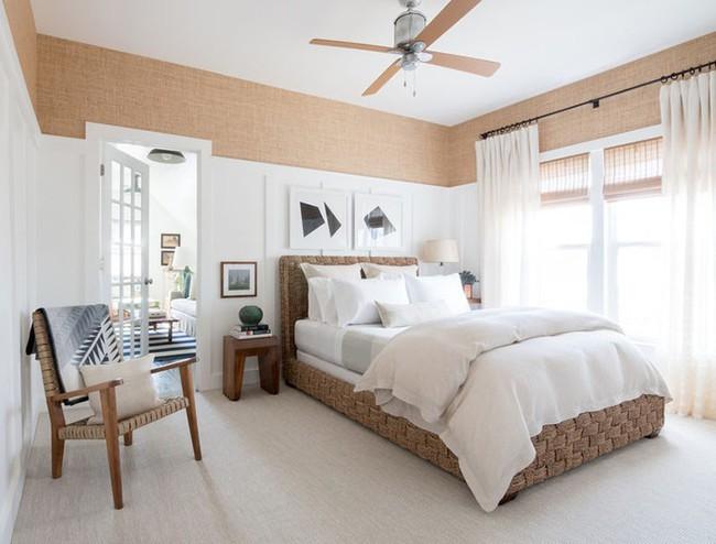 Nhẹ nhàng, đơn giản là thế nhưng một phòng ngủ đơn sắc trắng vẫn là niềm yêu thích của biết bao chị em - Ảnh 11.