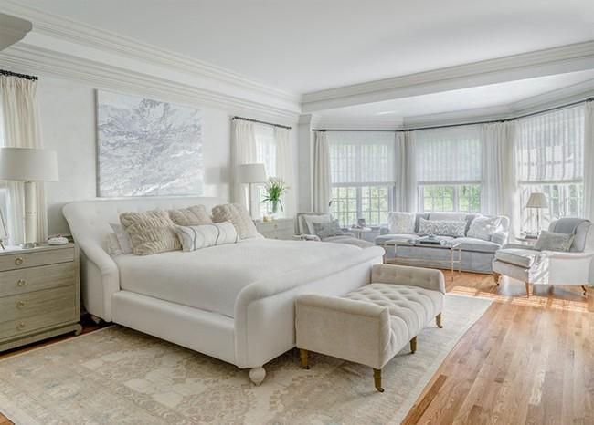 Nhẹ nhàng, đơn giản là thế nhưng một phòng ngủ đơn sắc trắng vẫn là niềm yêu thích của biết bao chị em - Ảnh 12.
