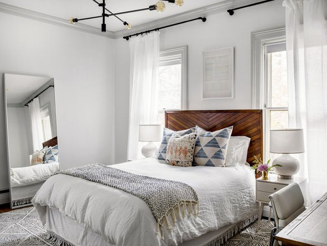 Nhẹ nhàng, đơn giản là thế nhưng một phòng ngủ đơn sắc trắng vẫn là niềm yêu thích của biết bao chị em - Ảnh 2.